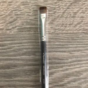 MAC cosmetics #255 pro brush - new